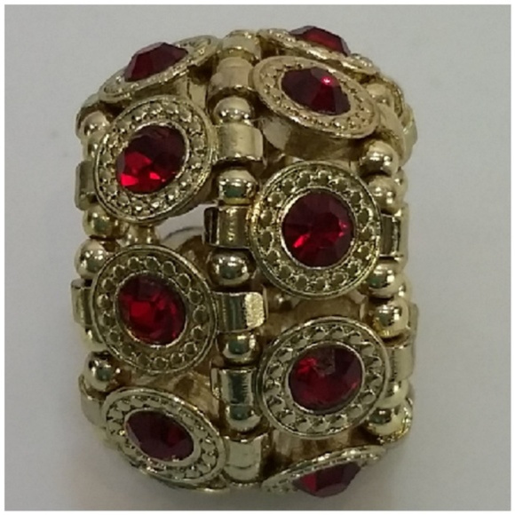 Jewelry - Multi Stone Ring. Goldentone band